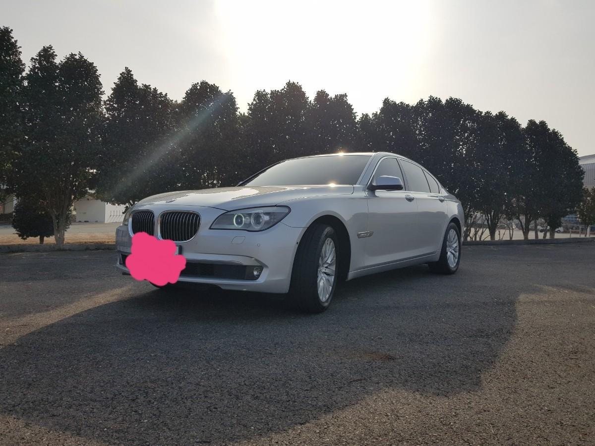 BMW740i - 1