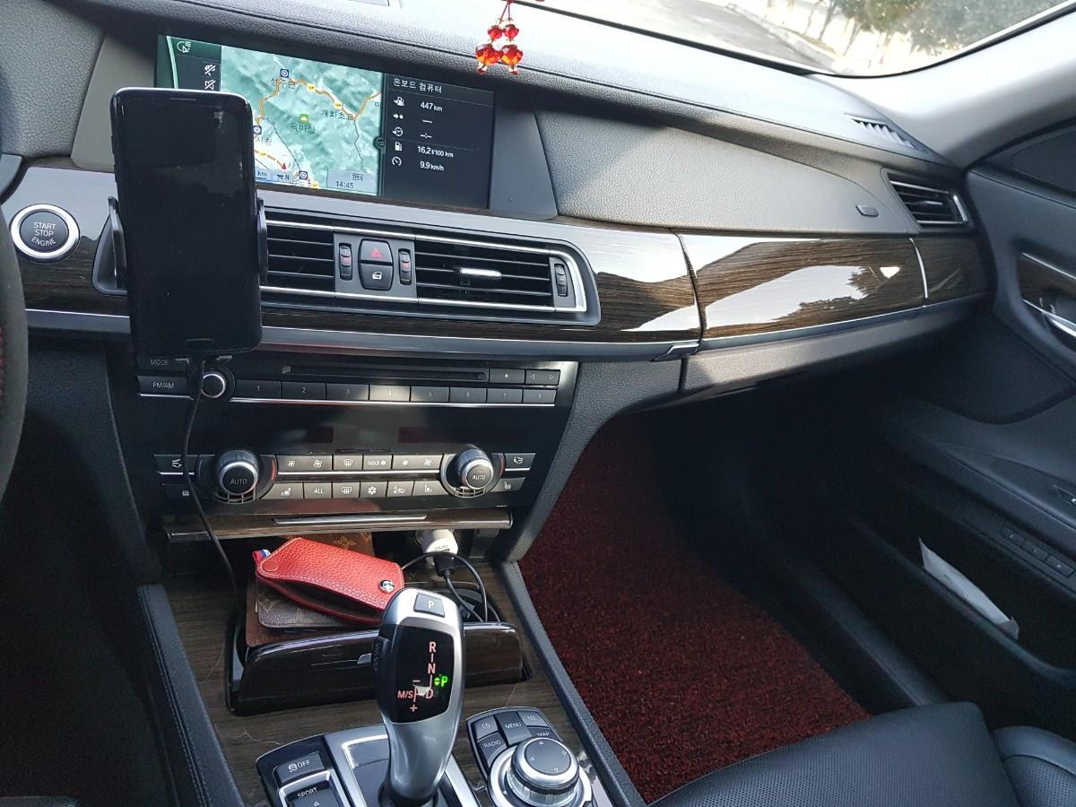 BMW740i - 4