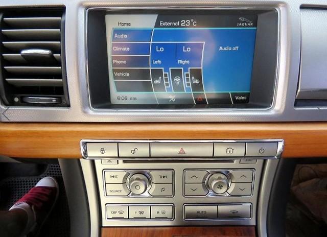 재규어XF 2.7D V6 럭셔리 - 6