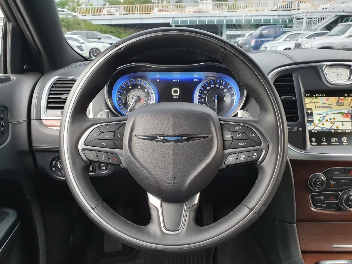 16년식 올뉴300c 3.6 V6 4륜구동 최저가판매 대차환영 - 5