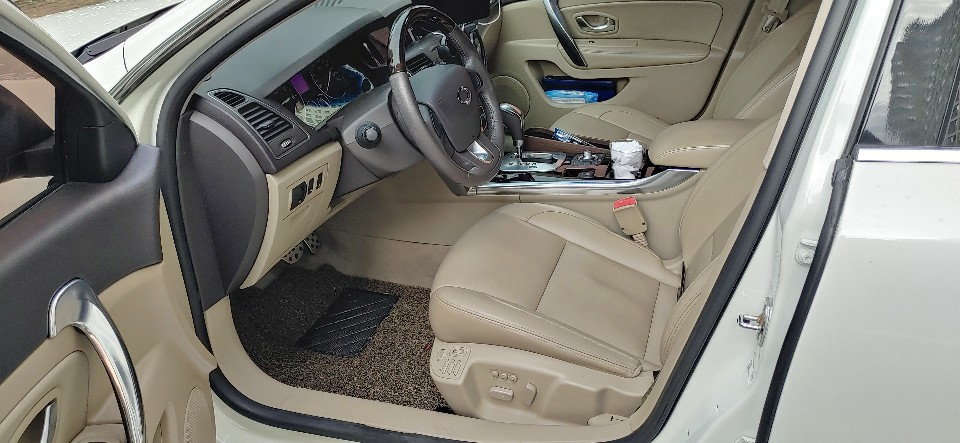 흰색 2010년형 뉴SM5 RE등급(최고등급) 휘발유(가솔린) 차량 - 1