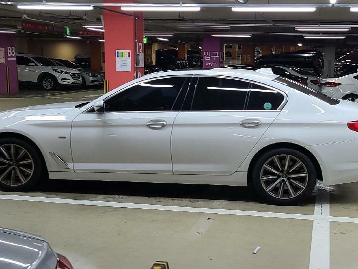 중고차장기렌터카 BMW 520i 럭셔리 월 932,000원 - 4