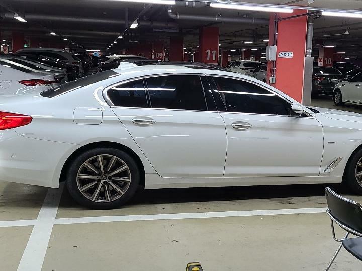 중고차장기렌터카 BMW 520i 럭셔리 월 932,000원 - 5