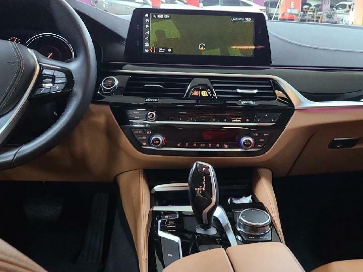 중고차장기렌터카 BMW 520i 럭셔리 월 932,000원 - 7