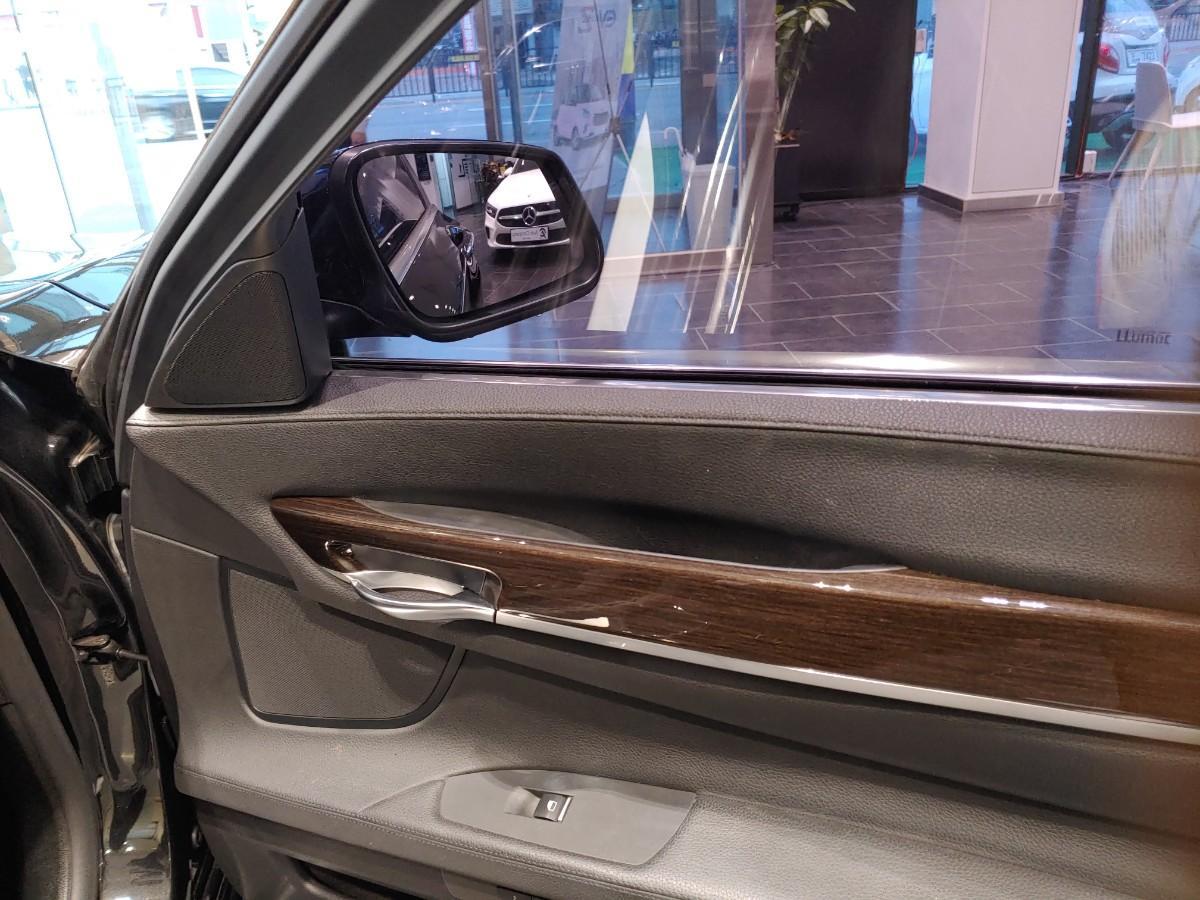 BMW740i - 9