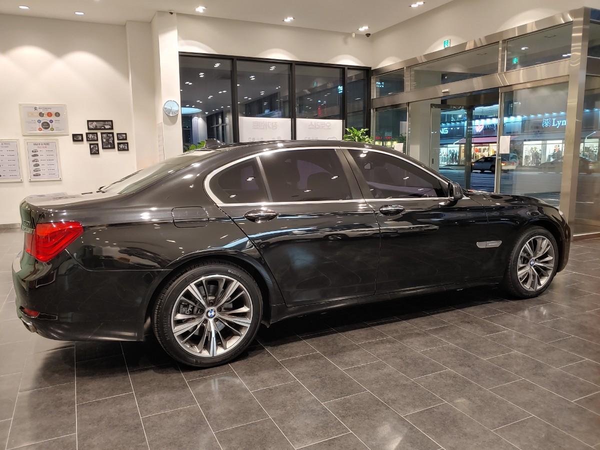 BMW740i - 11