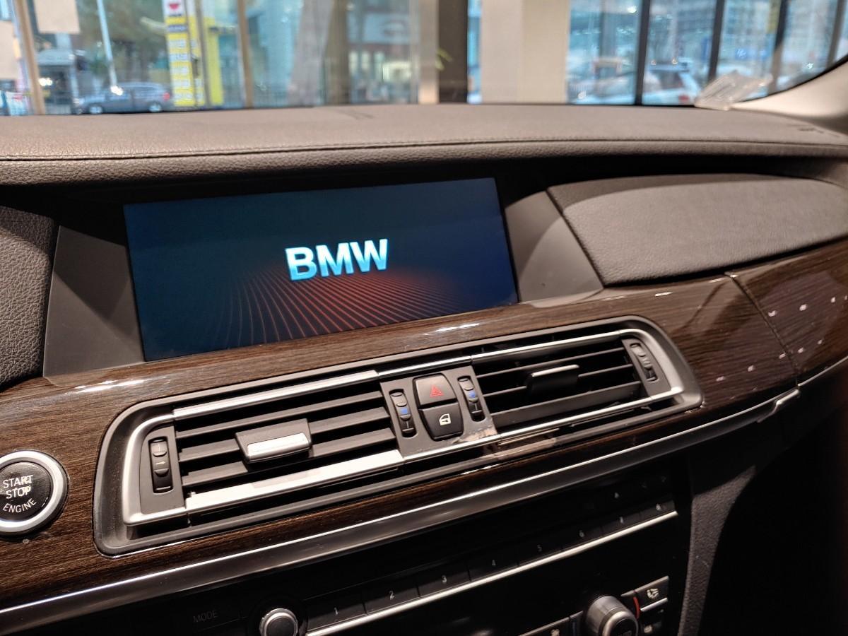 BMW740i - 0