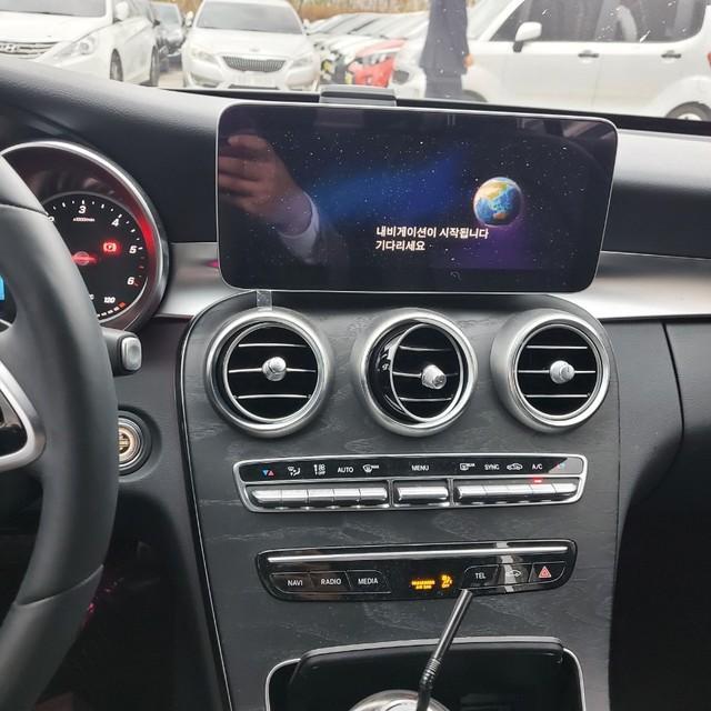 C220d 4Matic Amg 패키지 / 2019년식 / 신차같은중고차 - 10