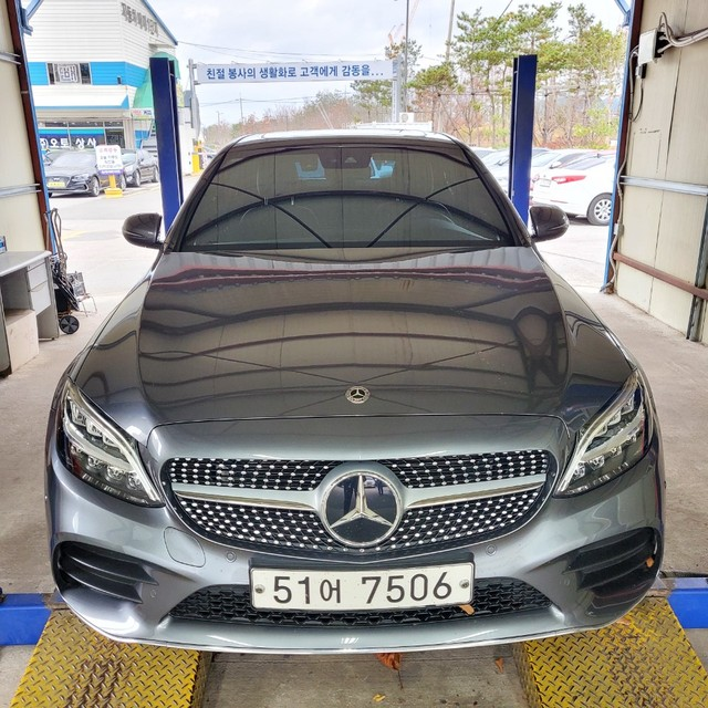 C220d 4Matic Amg 패키지 / 2019년식 / 신차같은중고차 - 11
