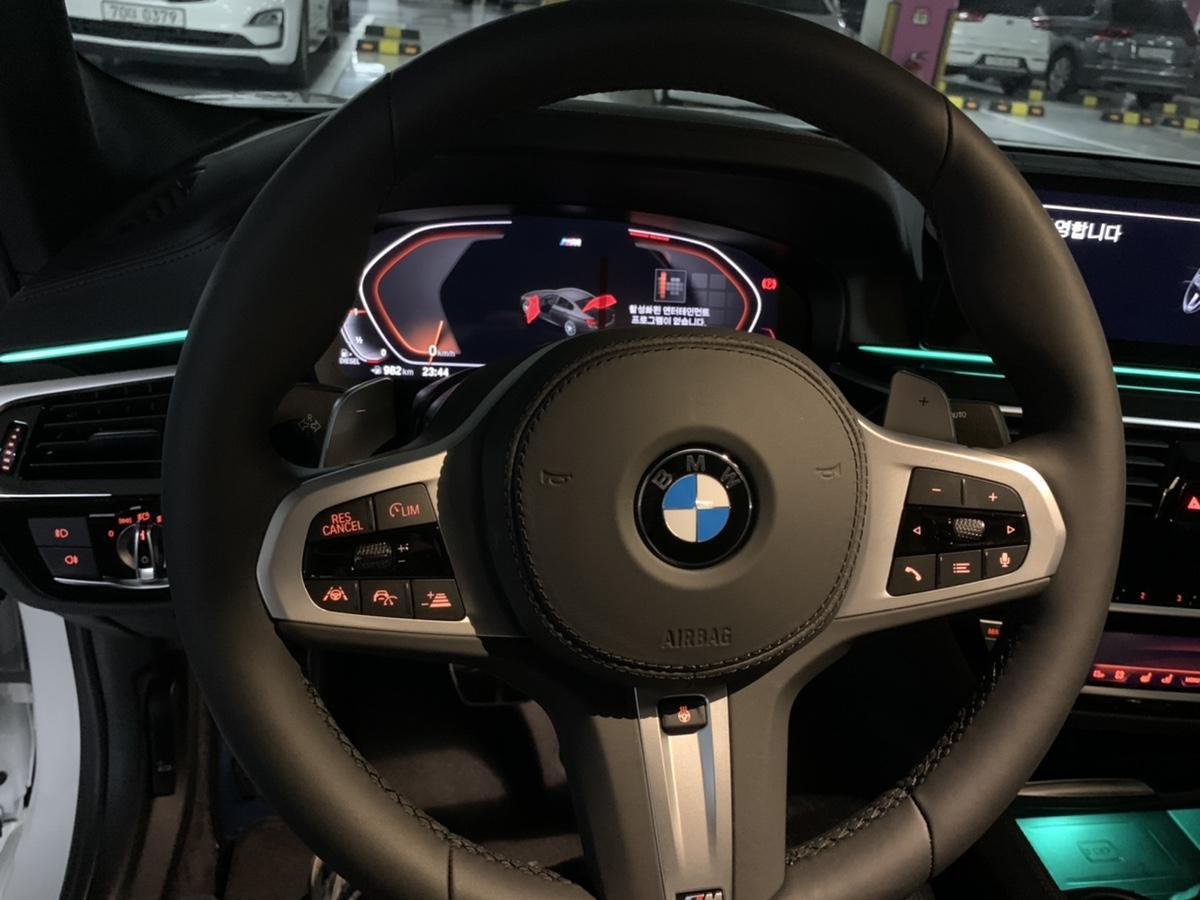 BMW520D (M스포츠)플러스팩 새차 - 4