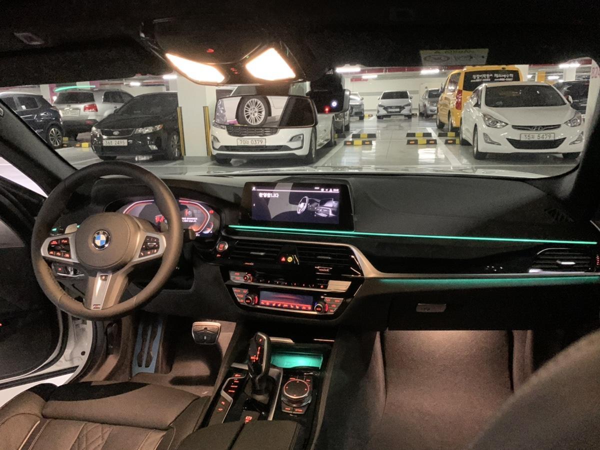 BMW520D (M스포츠)플러스팩 새차 - 7