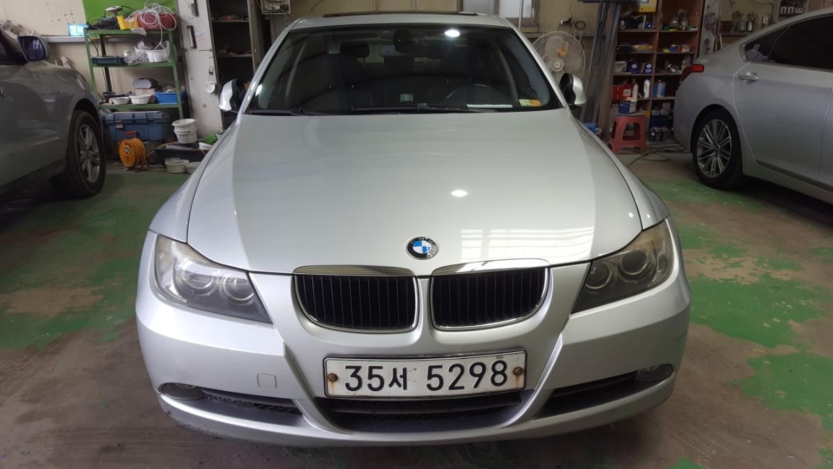 BMW320i - 0