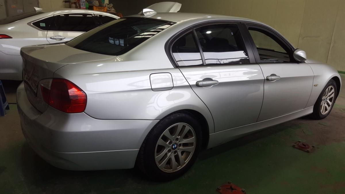 BMW320i - 2
