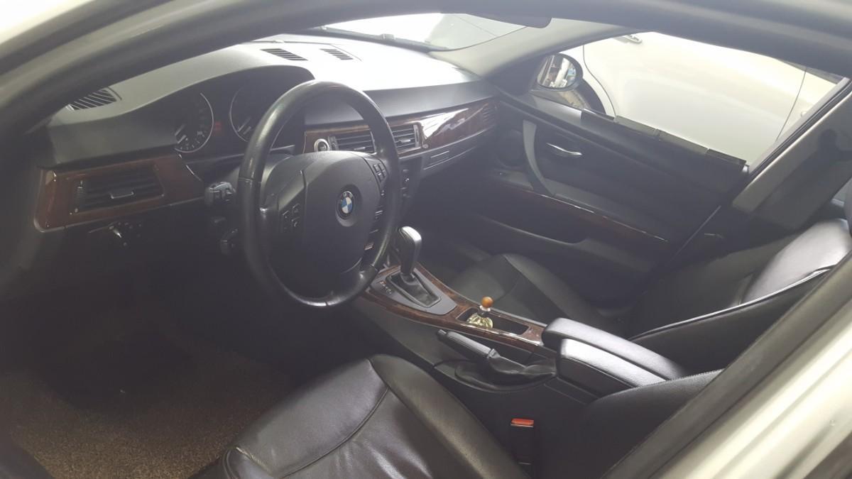 BMW320i - 4