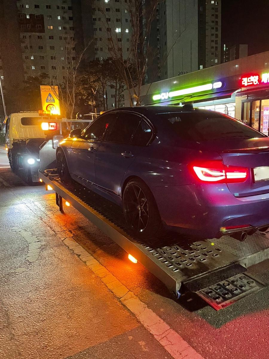 BMW 330i M스포츠쉐도우에디션 - 1